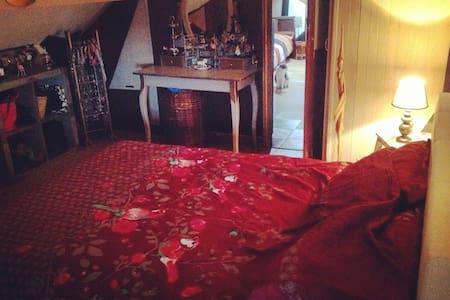 Chambre dans un duplex à Chatou. - Chatou