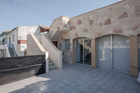 Fully renovated house, 20 min drive from Limassol - Hus