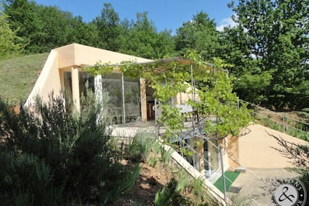 Outstanding location in the heart of Cahors vines - Huis
