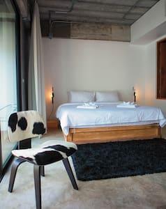 ELLA B&B, Phuket. Room 1 - DELUXE - Phuket, Thailand - Bed & Breakfast