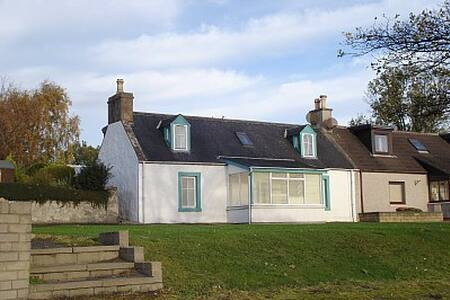 Holiday cottage with nice sea views