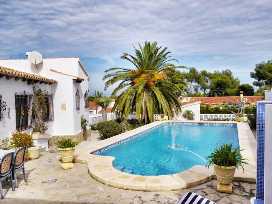 Deine Villa, deine Palme, dein Pool