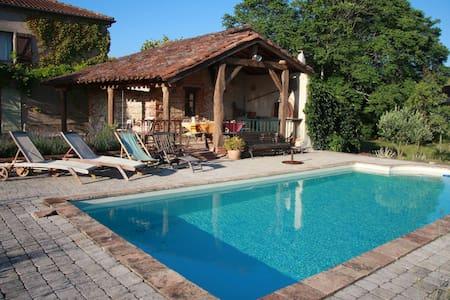 gite rural avec piscine privative - Rouffiac - Rumah