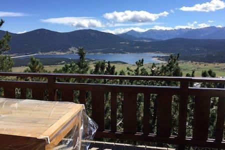 Joli chalet avec vue sur le lac - Almhütte