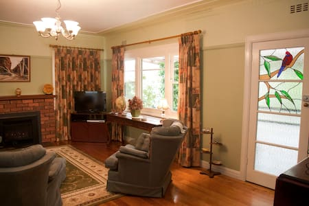 Private, 4 rm suite-Rosella Cottage