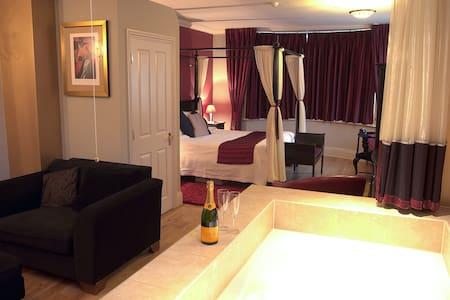 Pequeño hotel boutique con 2 suites - Casa