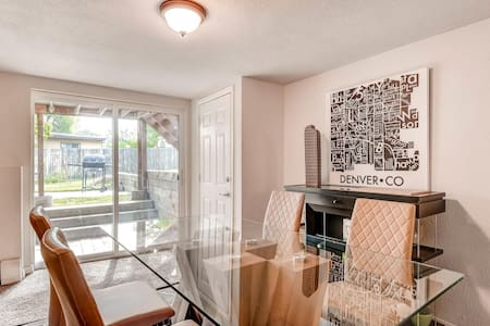 Spacious 2-3 BR/Minutes to Downtown & Red Rocks! - Lakewood - Condominium