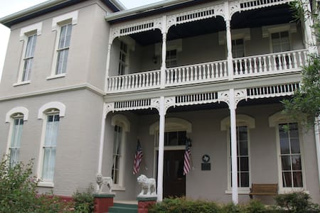 Sonka Guest House - Seguin - Bed & Breakfast