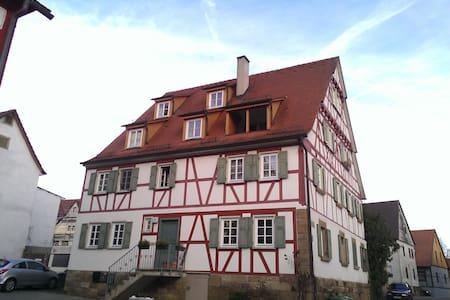 Wunderschöne Wohnung im Ortskern - Erligheim - Pis