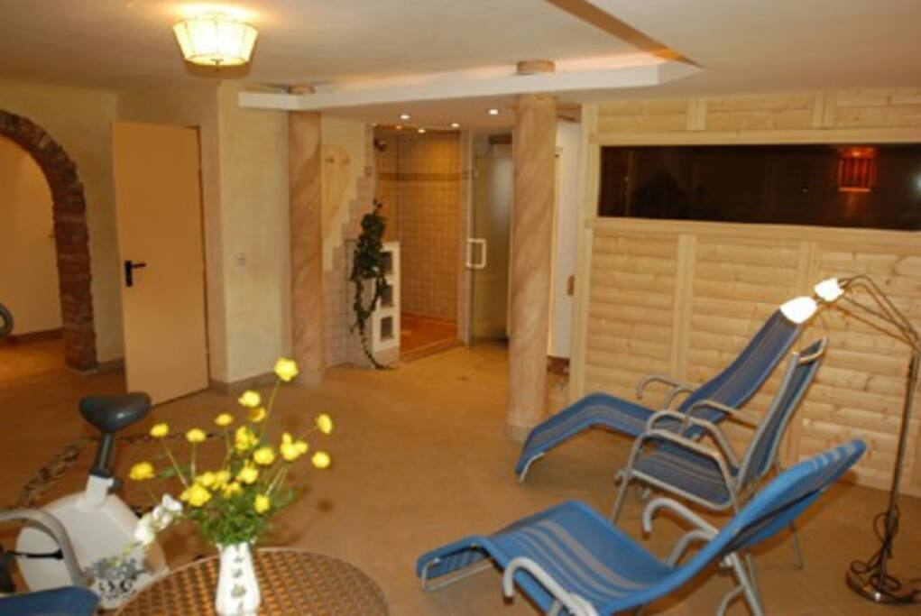 Sauna, steam bath and shower grot!