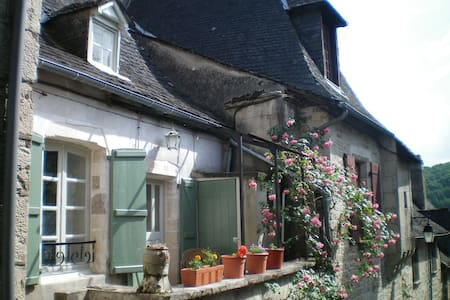 1 Bedroom House in Turenne, Correze - House