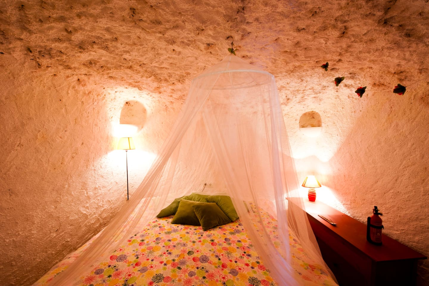 nice double room in the cave (king sized bed) in can be twin as well ( 2 beds )