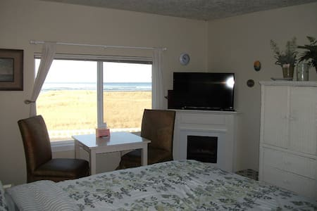 Cute Oceanfront Studio Condo! (204) - Seaside - Appartement