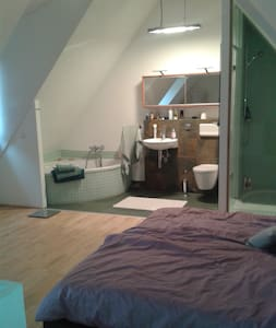 Modernes Doppelzimmer mit Bad - Heidelberg - House