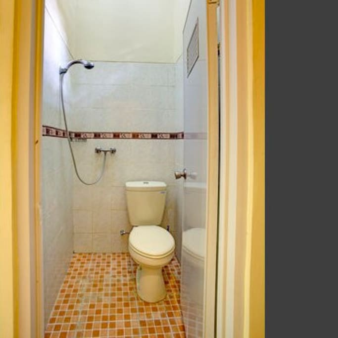 En-suite shower with hot water and toilet.