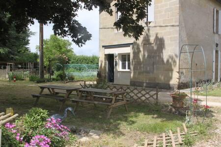 La Girtane: Gîte près de St Emilion bord Dordogne - House