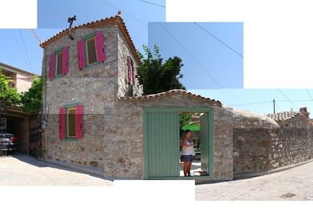 ERESOS village stone house - Casa