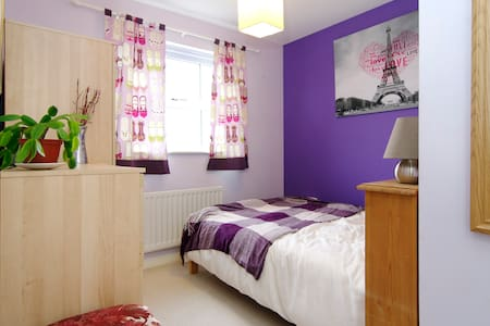 Cosy double room with own bathroom - House