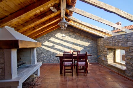 Quiet, private house near Motovun - Motovun - Villa