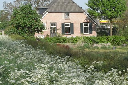 In the countryside but near town - Bed & Breakfast