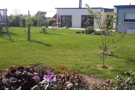 villa moderne a proximité de la mer - Haus