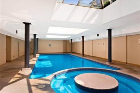 Spa, Sauna, Pool, Gym & BBQ in CBD
