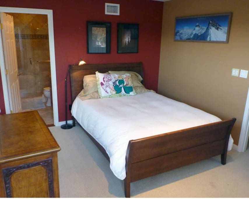 MASTER BEDROOM WITH WALK-IN CLOSET & PRIVATE BATH