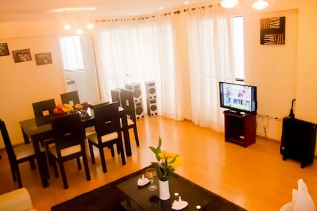 Room type: Entire home/apt Property type: Apartment Accommodates: 6 Bedrooms: 3 Bathrooms: 2.5
