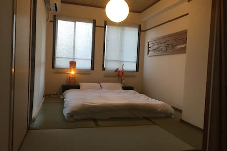 the perfect base to experience all the city has to offer, and a 4 minute walk to the Peace Park. It's the best place for Miyajima and the Peace park. because they are connected directly and easily. we have two rooms 5 people sleeps comfortably.