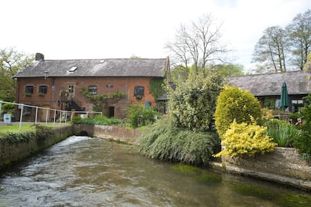 Alderholt Mill a working water mill - Bed & Breakfast