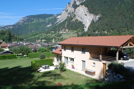 Chambre 1 lit dans villa spacieuse - Sembrancher - Villa
