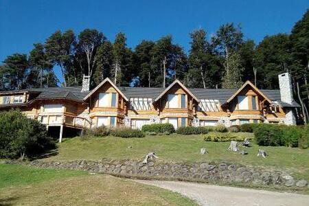 Hostería Amigos del Bosque - Villa La Angostura - Bed & Breakfast