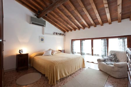 big bright & cosy room next 2 beach - Viareggio - House