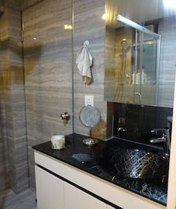 Modern 1Bed Flat in Vibrant WanChai - Apartment