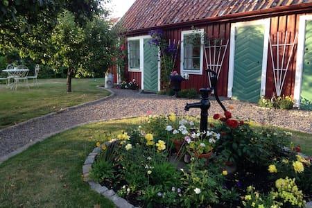 Gårdshus i gamla Vadstena - Vadstena - Apartamento