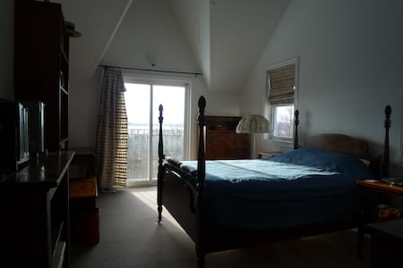 Waterfront Cottage - Sparrow Room - Prince Edward - Bed & Breakfast