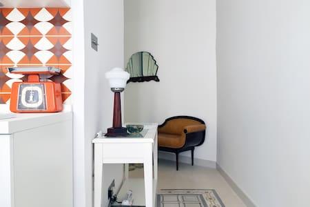 Modern studio full of vintage charm (AC, WiFi, TV) - Il-Gżira - Apartment