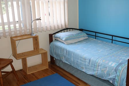 Single room in family home - Penrith