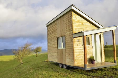 Blueberry Shepherds Huts (The Welsh Den) - Maidwell