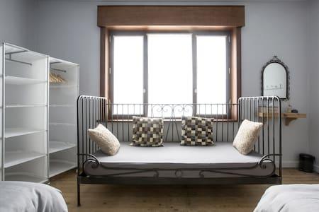 SleepSheep & SleepWell: room 4+ Parking/Kortrijk - Harelbeke - House