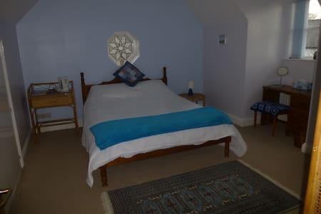 Room in lovely village near Durham - Casa