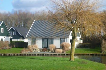 Vakantie woning aan de waterkant - Gasselternijveen