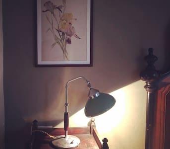 Le Scuderie del Castello - Camera degli Iris - Coazzolo - Cabane