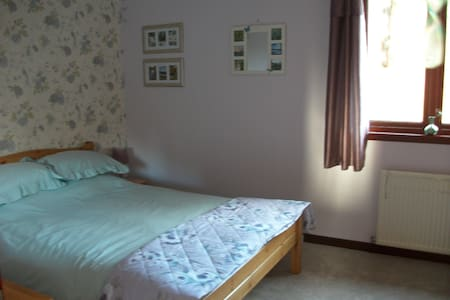 2nd Double room in quiet location - Bed & Breakfast