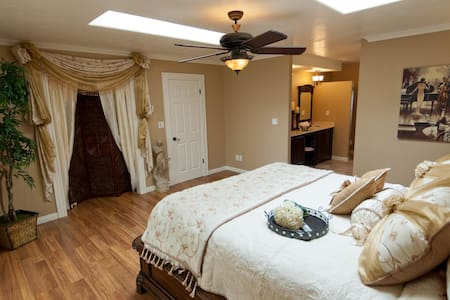 Bel Vino Winery House, Bridal Suite - Temecula