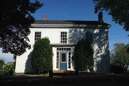 Peaceful Grand Pre Heritage Home-Blue Room - House