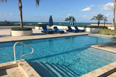 Poolside Ocean view suiteLa Vista Azul - Providenciales and West Caicos - Condominium
