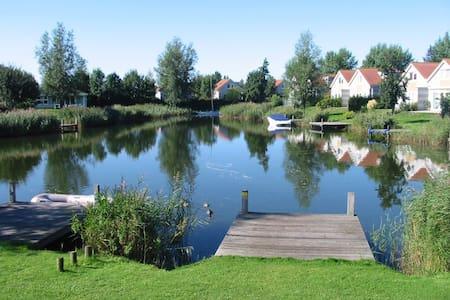 Ferienhaus 'Schakel' am IJsselmeer - Makkum - House