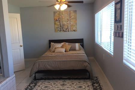 Spacious private room in West Torrance - House