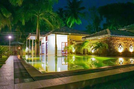 Pavana Hotel Negombo - Negombo - Zomerhuis/Cottage